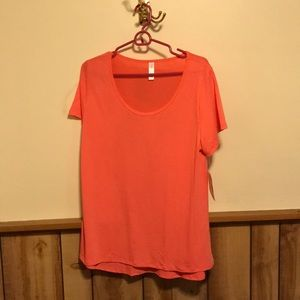 NWT Lularoe Coral Classic T